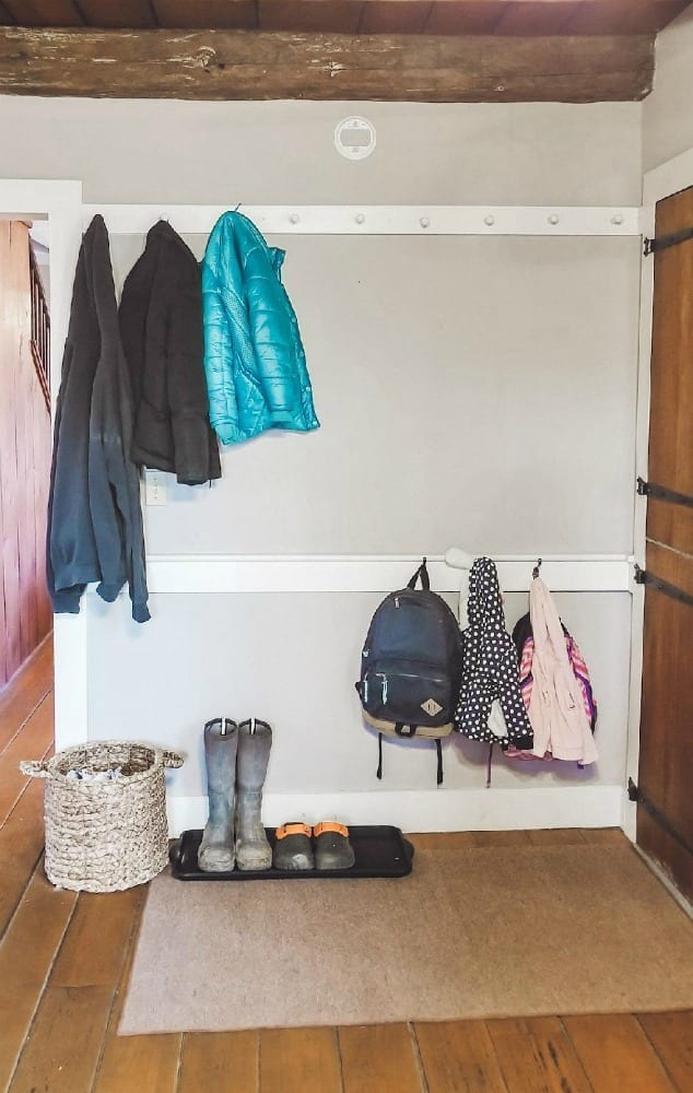 Trying to organize your entryway? Here are six simple ideas for small entryways.