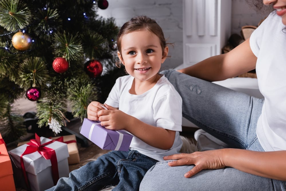 If you're sick of toys overtaking your house, try one of these 17 clutter free gift ideas for toddlers. Your toddler will LOVE them!